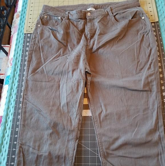 Jaclyn Smith Pants Jumpsuits Size 8 Gray Stretch Denim Capri Poshmark